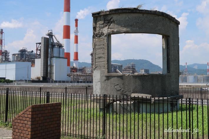 旧日本海軍潜水学校探知講堂モニュメント