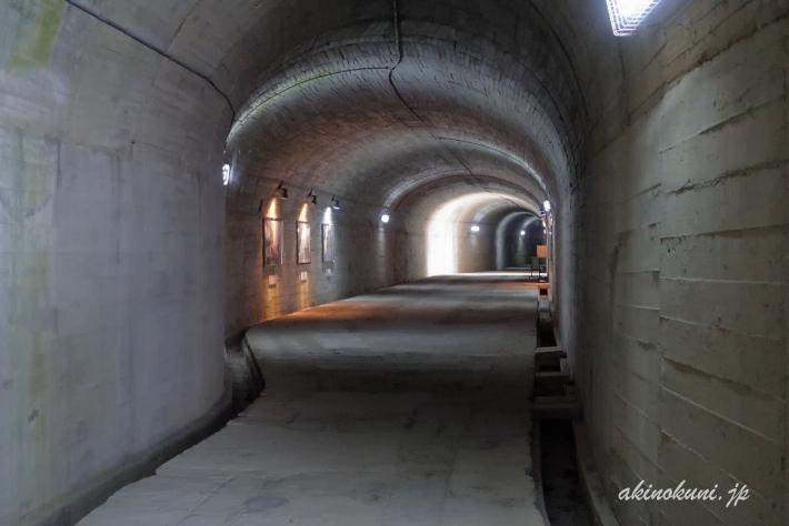 訓練基地へのトンネル 内部