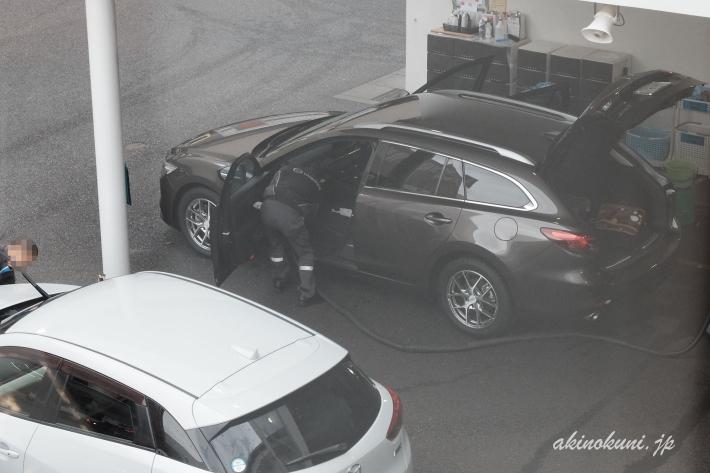点検後の洗車と車内清掃