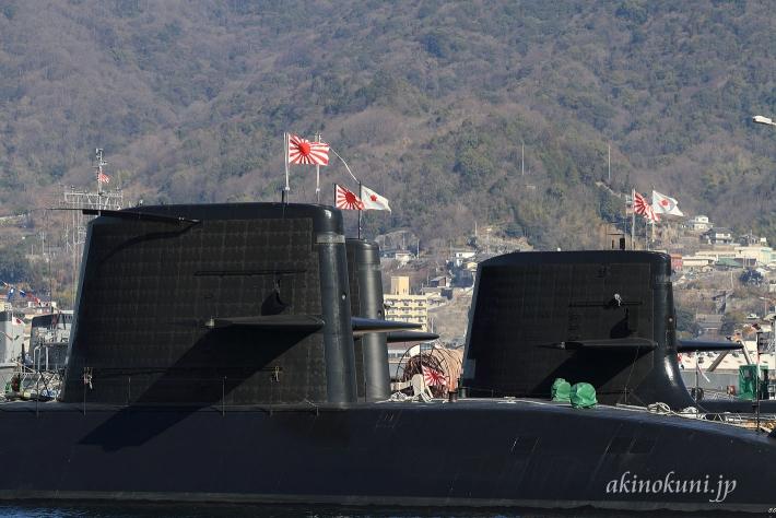 潜水艦の満艦飾 セイルに自衛艦旗