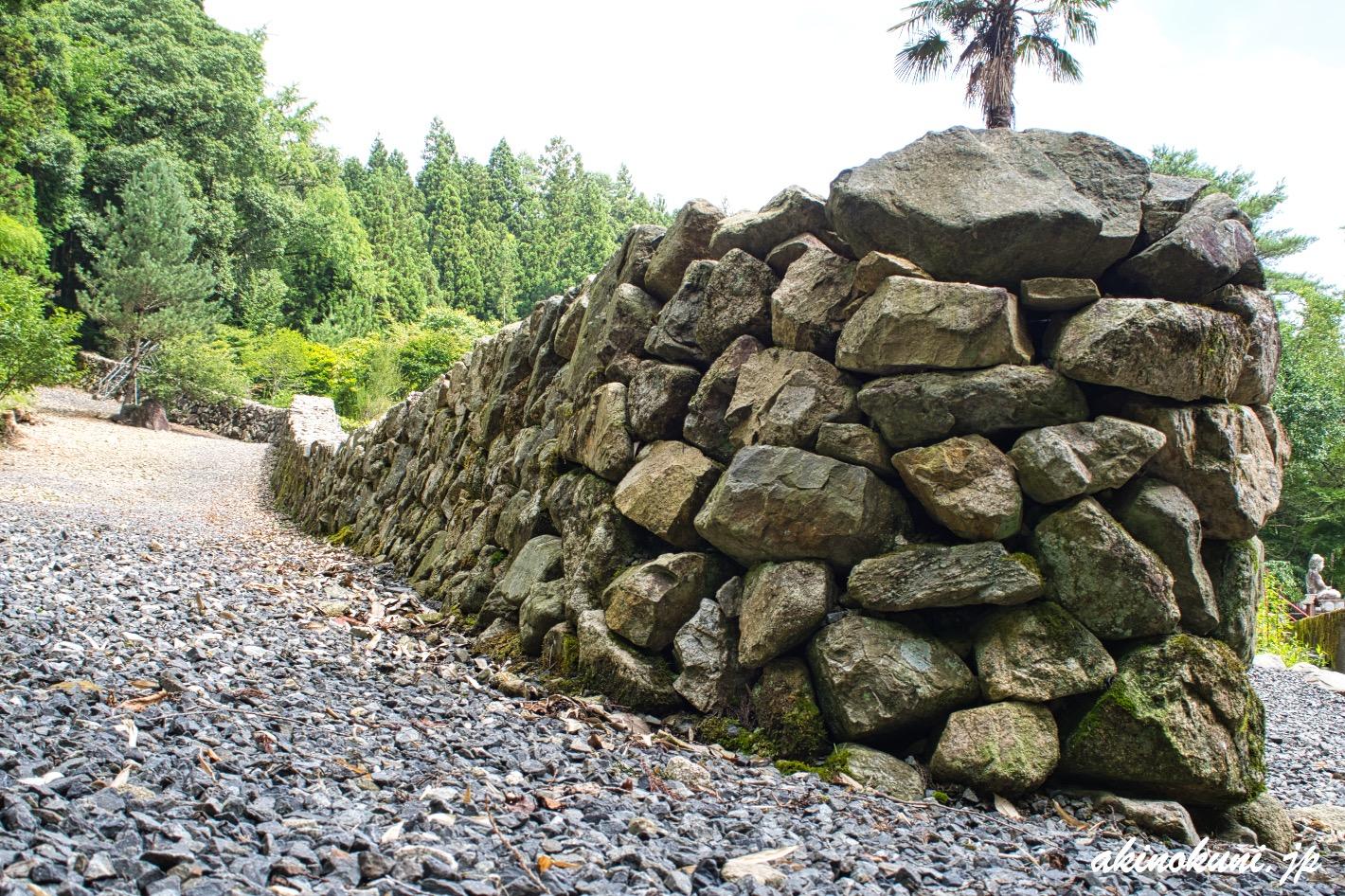 日谷山の石塁 下から(外側)
