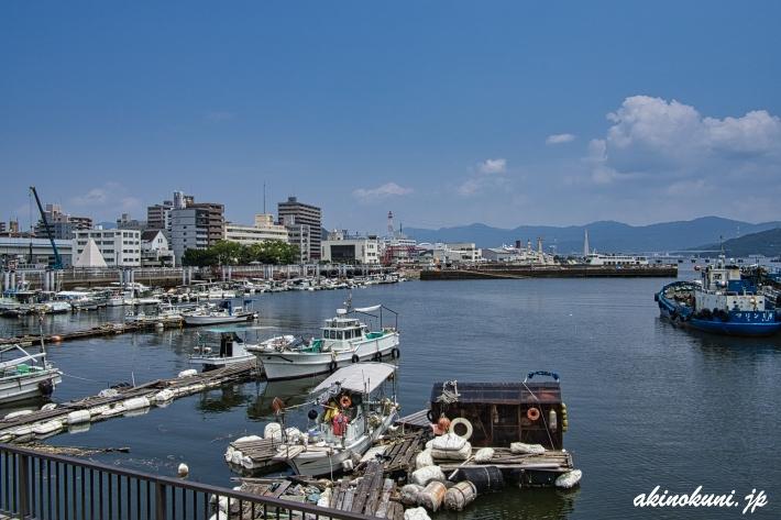 暁橋たもとから見る広島湾