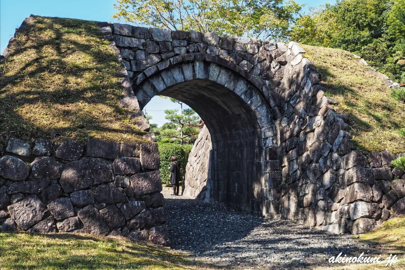 三永の石門(国道2号上り側から)