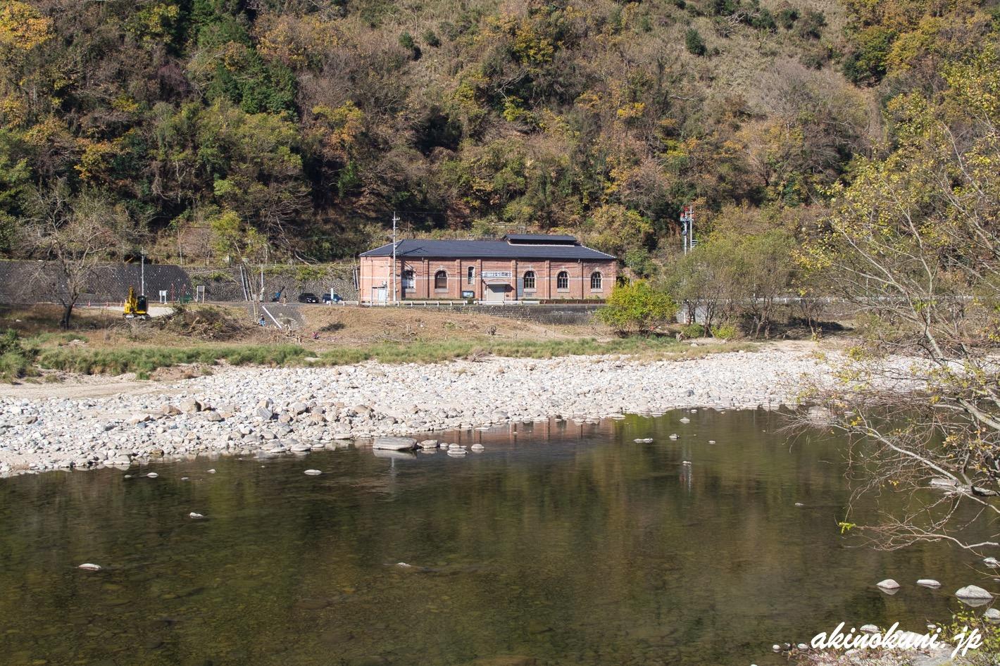 旧亀山発電所 太田川を挟んで対岸から