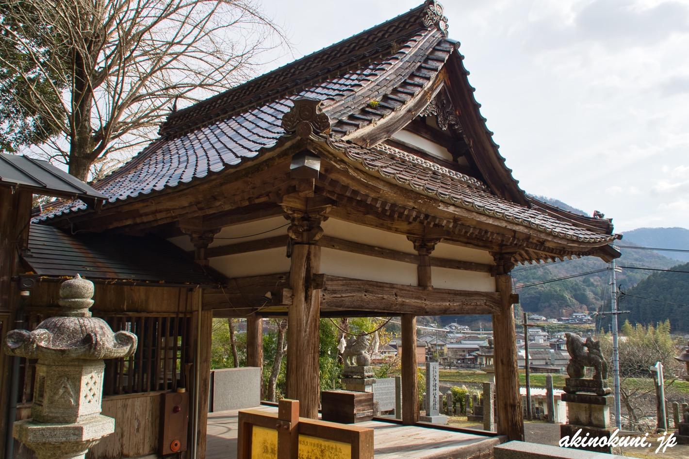 西八幡神社 拝殿を横から
