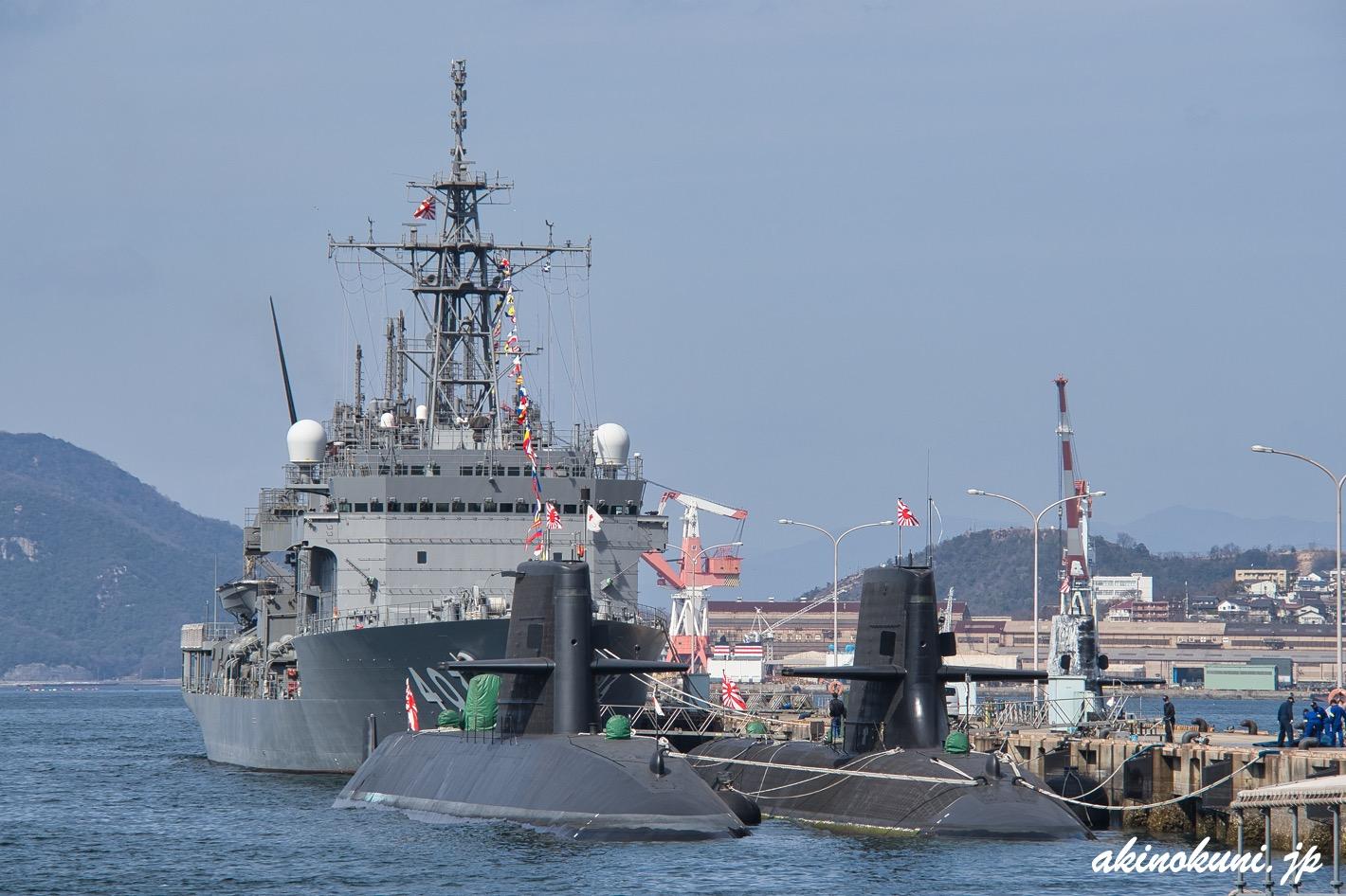 Sバースのちはや(ASR-403)と潜水艦