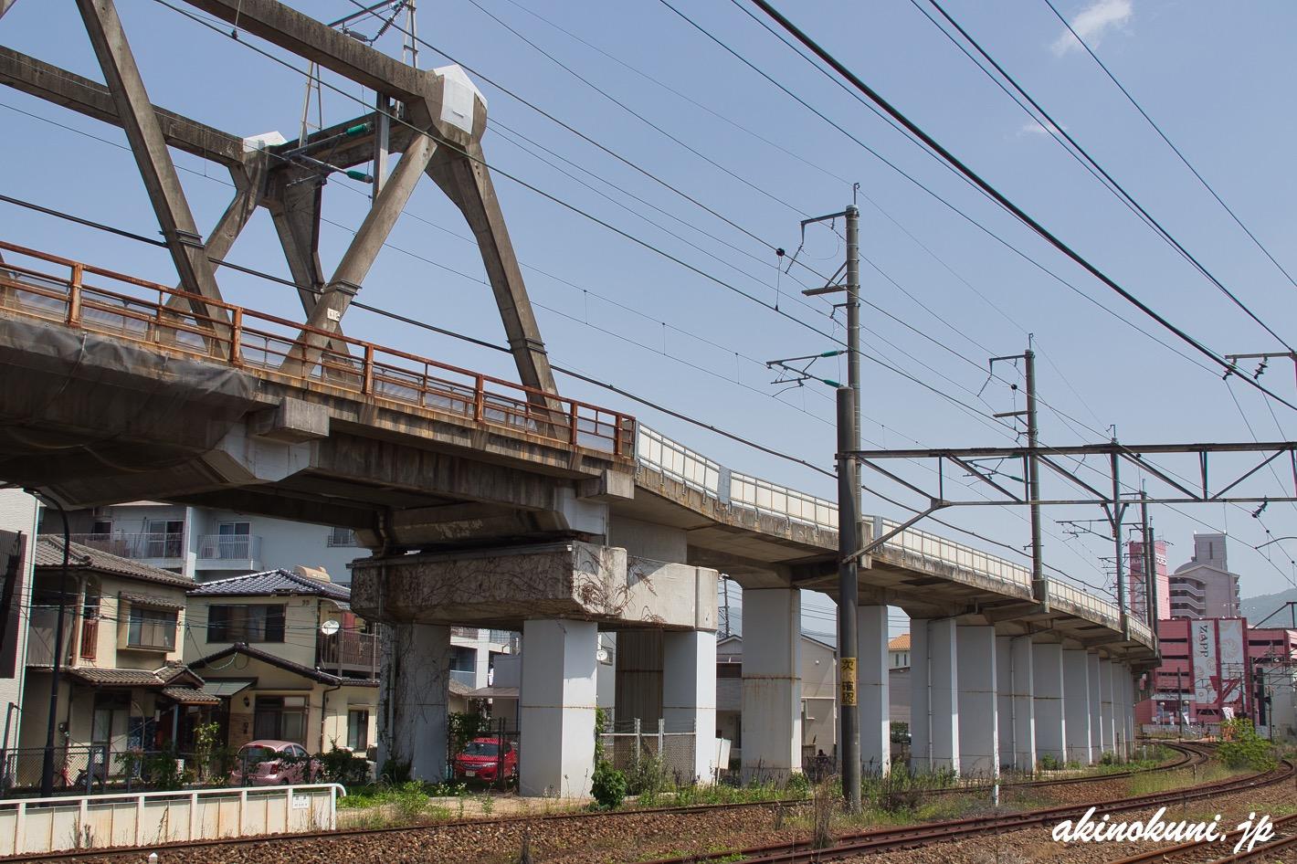 この先に新幹線車両基地